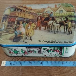 Thorne's Toffee Pickwick Coach tin